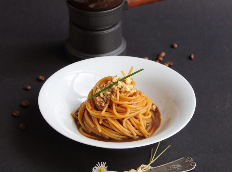 WMC_Ricette_Spaghetti-Salsa-Caffe_IMG_VERT